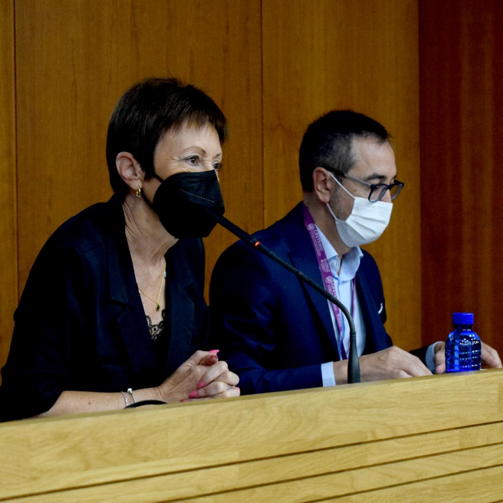 María Vicenta Mestre y Francisco RódenasLa rectora de la @universitatvalencia, @mavi.mestre, ha resaltado la importancia de las personas que desempeñan su labor en el ámbito del Trabajo Social como agentes políticos y motor de cambio social.